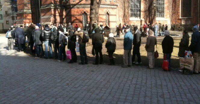 People queueing for food outside St. Clara church, in Stockholm's downtown. Picture from dagensarena.se