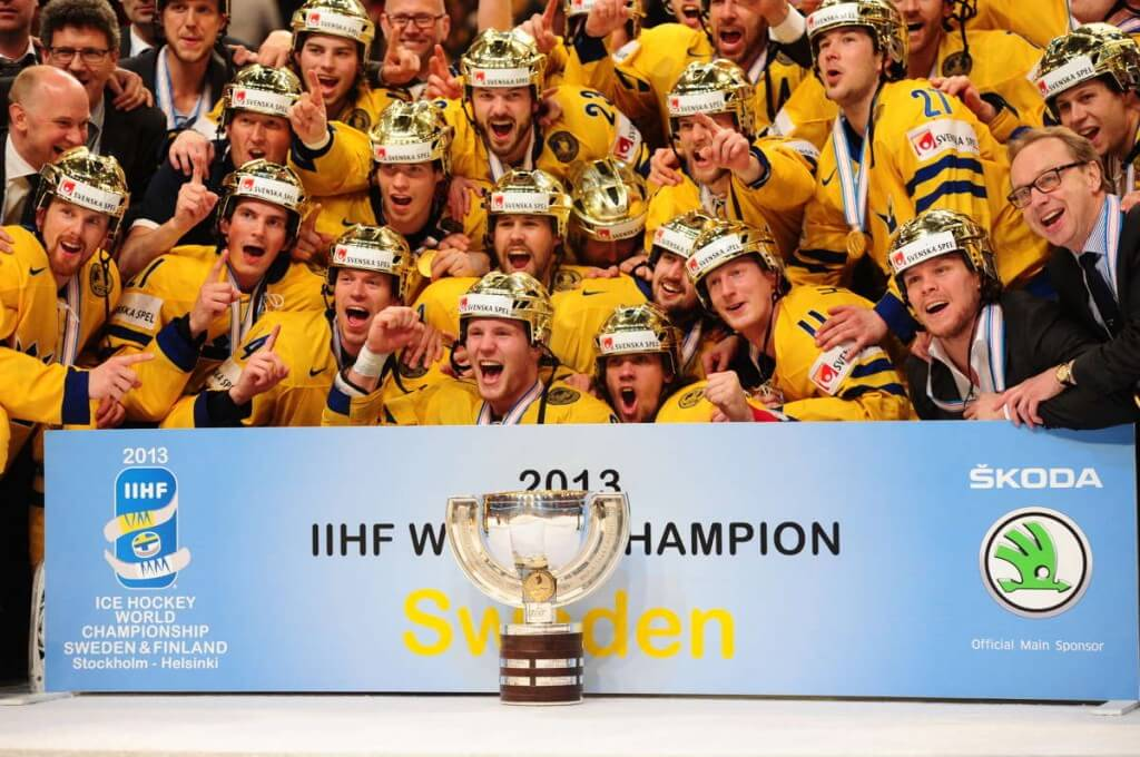 The Swedish Team Tre Kronor a few minutes after the gold was won. Picture from aftonbladet.se